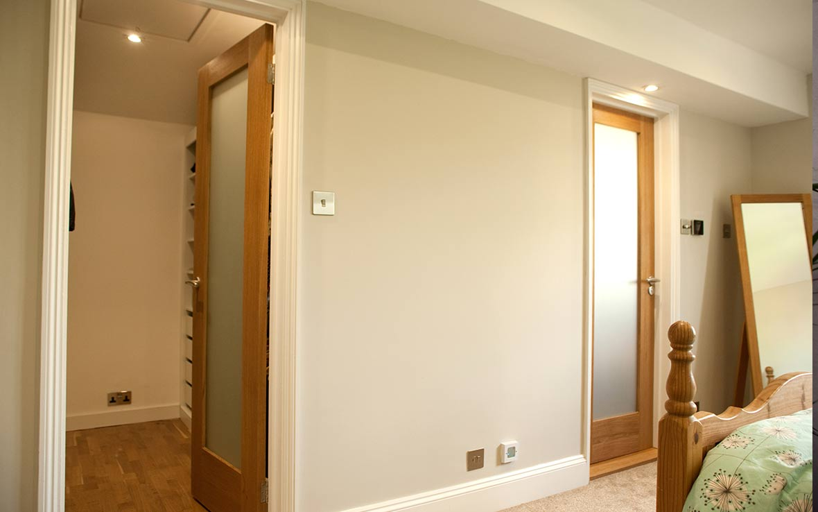 A new partition wall allowed for two new rooms - wardrobe and wetroom