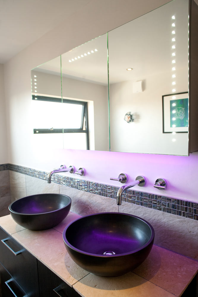 High-quality his-and-hers Bagno™ Italian stoneware basins